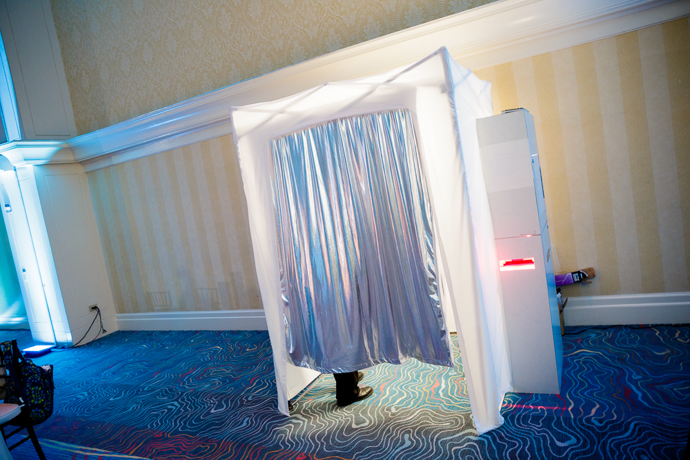 ULTRA SOCIAL BOOTH WITH SILVER CURTAIN